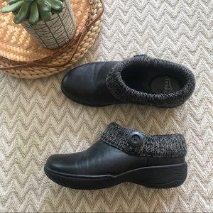 Dansko black/charcoal leather Kenzie clogs size 36